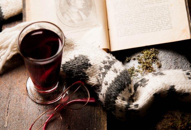 お酒と小説が大好きな私が勧める!グラスを傾けながら読むべき本5選