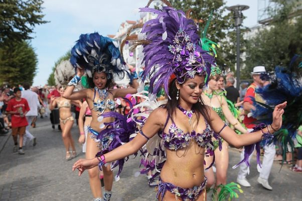 ブラジリアンワックスにTバック!サンバのセクシーさの裏にある伝統とは?